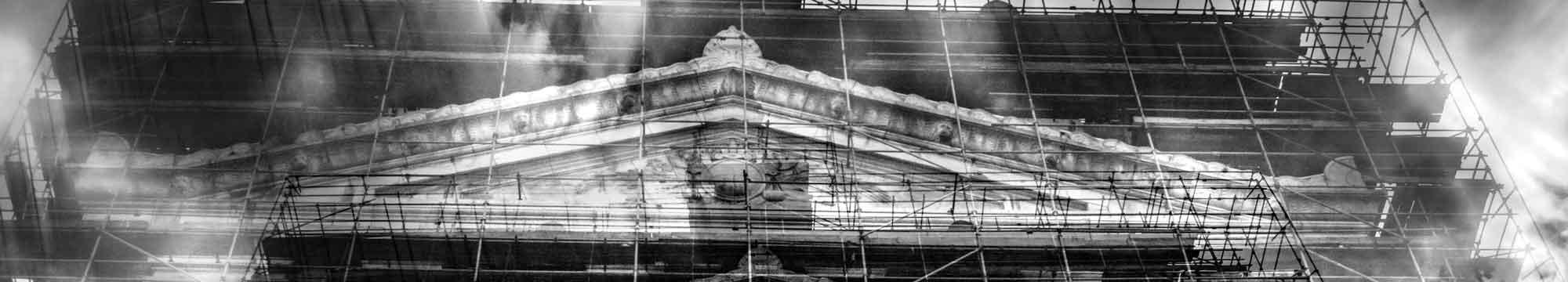 Double exposition, façade du palais de justice à Bruxelles, détail.