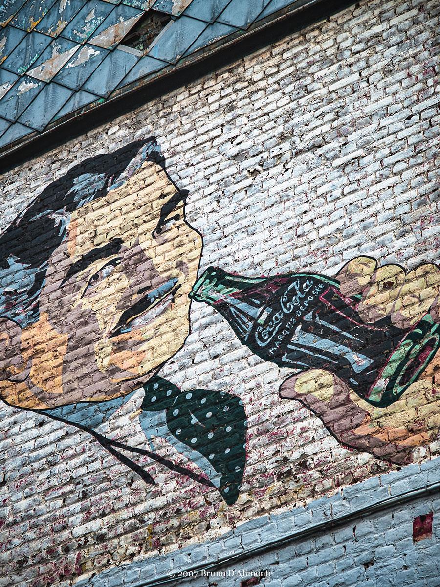 photographie d'une fresque publicitaire vantant la consommation de soda à Saint-Gilles © 2007 Bruno D'Alimonte