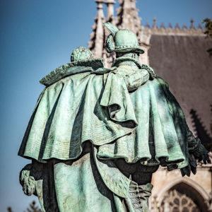 Photographie de la statue des comtes d