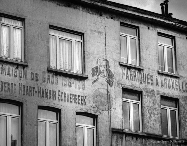 Photographie d'une fresque publicitaire située chaussée de Louvain à Saint Josse et qui rappelle la manufacture H. Hautermann sises jadis avenue huart Hammoir à Schaerbeek © 2004 Bruno D'Alimonte