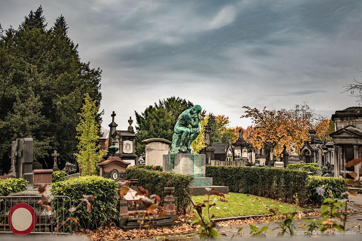 Statue du penseur de Rodin situé au cimetière de Laeken à Bruxelles